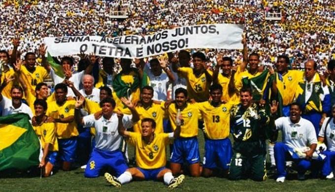 """""""O Tetra é nosso!"""" Grande homenagem ao piloto, já falecido quando o Brasil ergueu esta taça."""