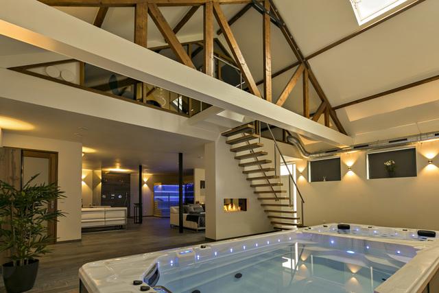 Romantisch overnachten in een luxe privé spa met zwembad.