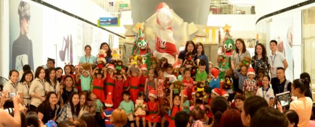 SM City Davao employees with ChriSMiles beneficiaries