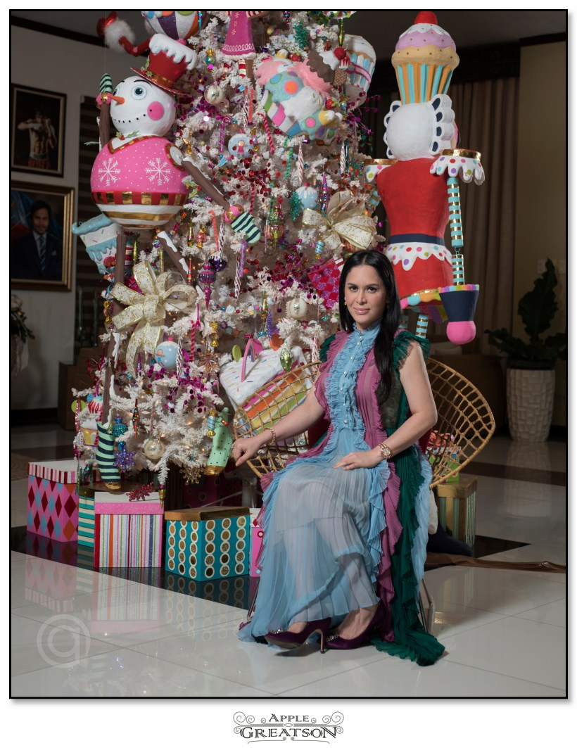 JINKEE PACQUIAO XMAS TREE PICTURE