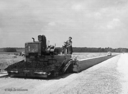 Asfalt leggen in 1961.