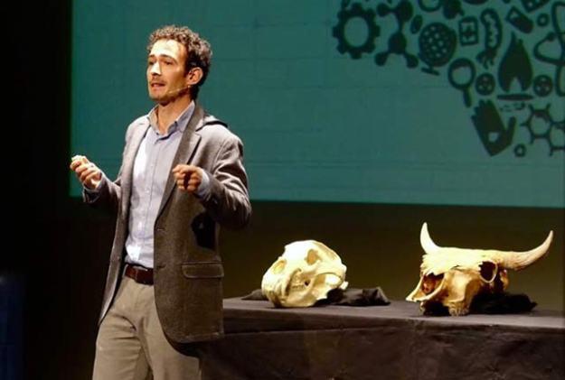 3.534. El arqueólogo Carlos Sánchez, semifinalista en el concurso de monólogos científicos Famelab 2018
