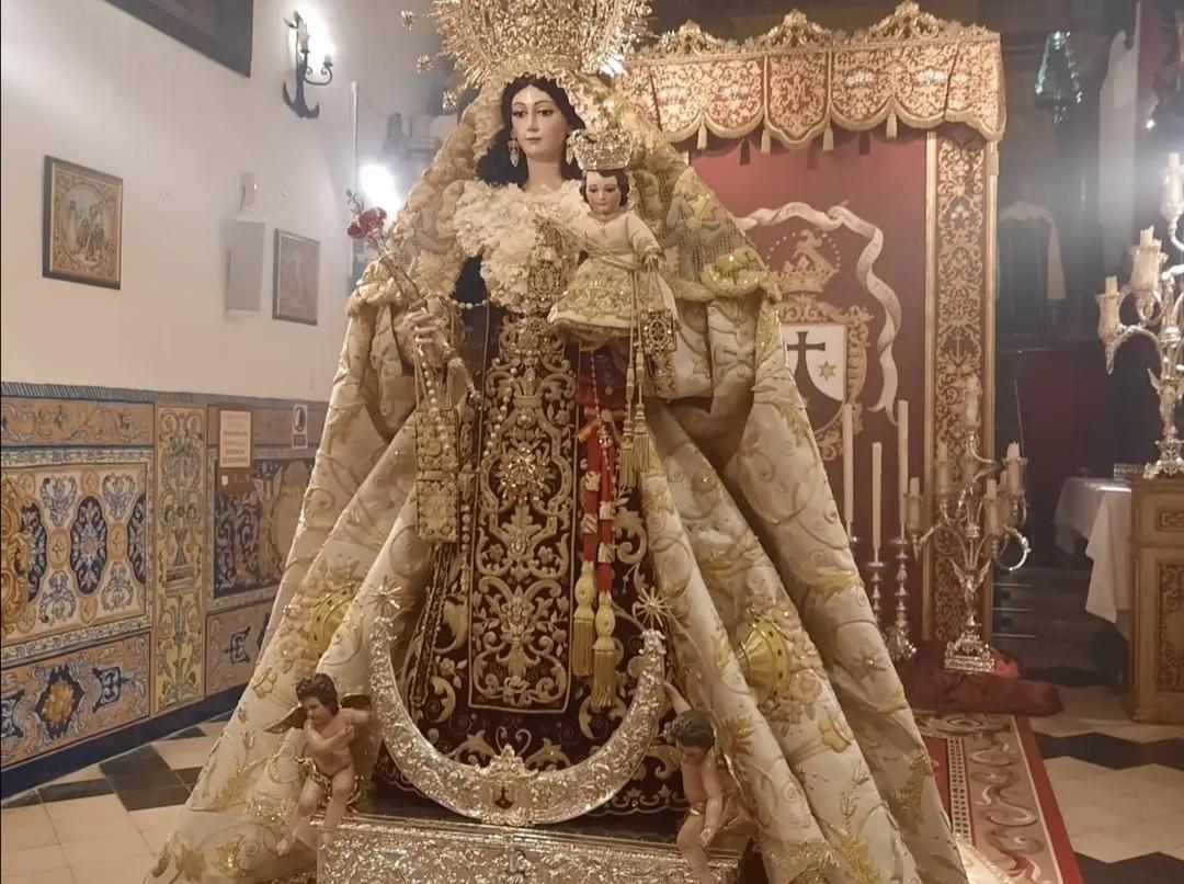 La Virgen del Carmen de Sanlúcar la Mayor estrena el nuevo manto en su Veneración