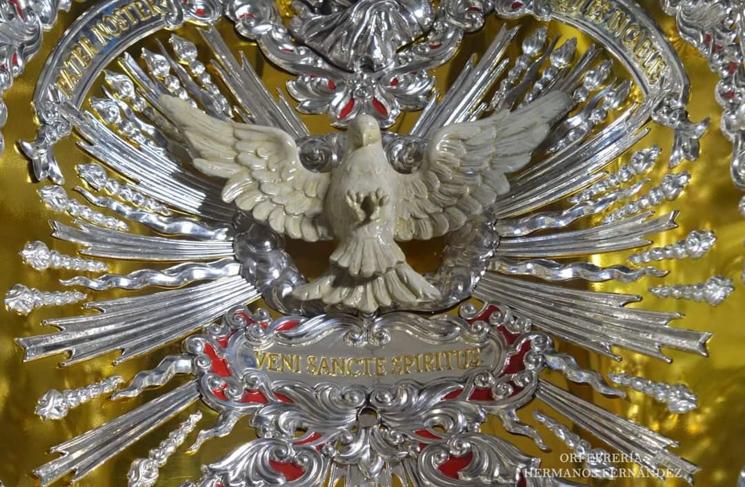 La Hermandad del Rocío de Córdoba presenta la nave central del interior del nuevo techo de la carreta del Simpecado
