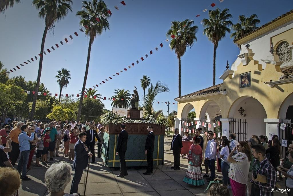La cuadrilla de la Virgen del Rosario de la Conversión protagoniza la primera igualá pública de costaleros desde la recuperación de las procesiones
