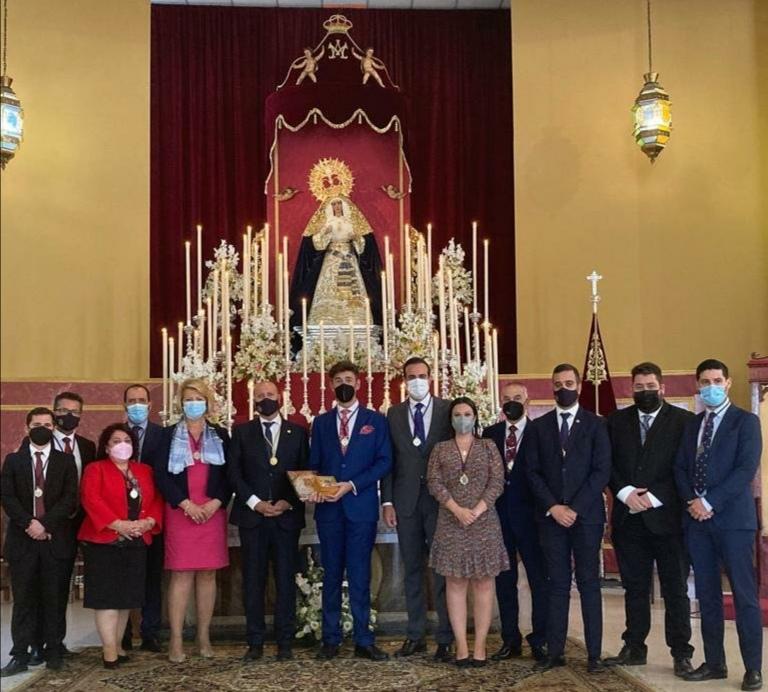 Grande de León, homenajeado por la Hermandad de Pino Montano