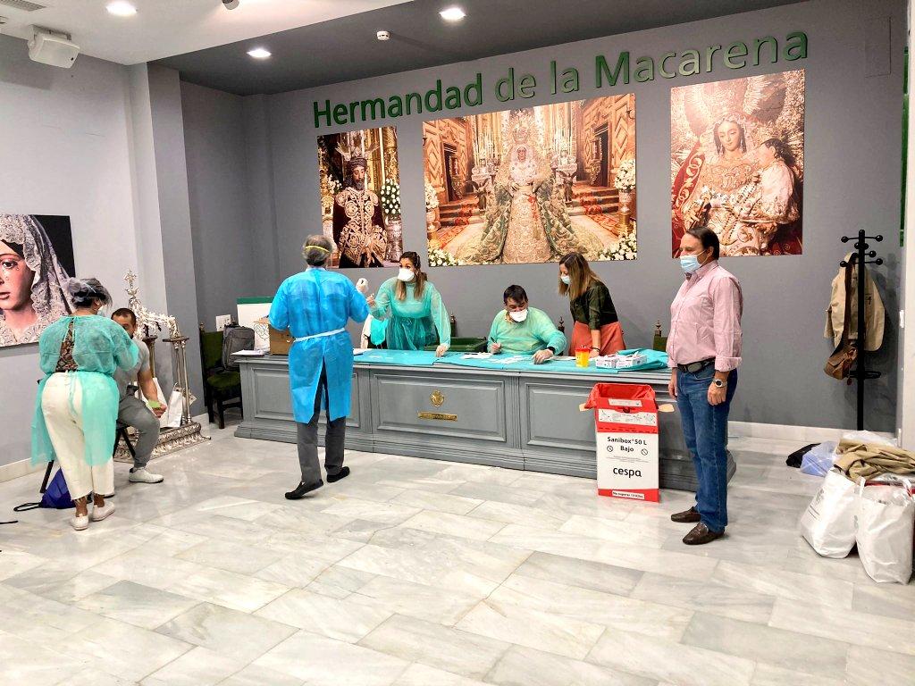 La Macarena realiza pruebas de antígenos a la cuadrilla de costaleros de la Virgen del Rosario
