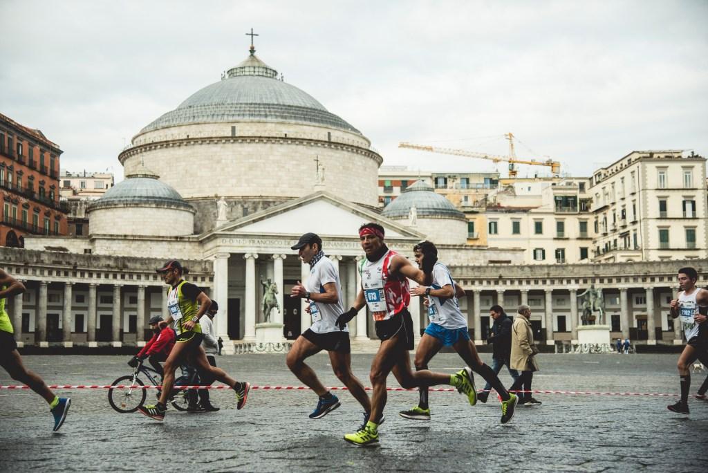 Napoli City Half Marathon. Le strade della città e quelle del mare