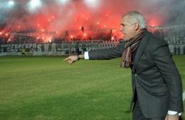Αναστόπουλος: «Ελάτε όλοι στις θέσεις των ποδοσφαιριστών»