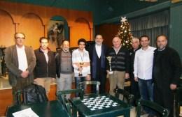 Ο Γιάννης Κουράκης βράβευσε τους σκακιστές του ΟΦΗ