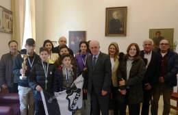 Τα παιδιά της ομάδας σκάκι του ΟΦΗ στον Δήμαρχο Ηρακλείου