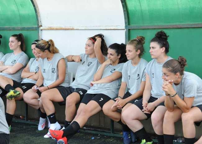 Pics | Μπήκαν στο γήπεδο τα κορίτσια του ΟΦΗ