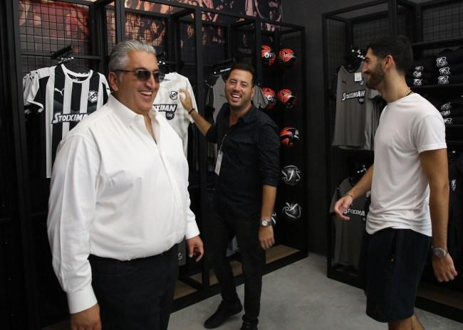 Pics   Πλήθος κόσμου στο OFI FC Official Store