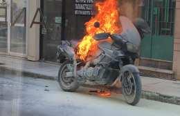 """Μηχανή """"λαμπάδιασε"""" στο κέντρο του Ηρακλείου!"""