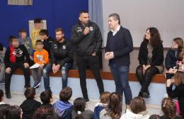 Video | Ζοάο Βίκτορ και Βαφέας μοιράζουν χαμόγελα σε παιδιά
