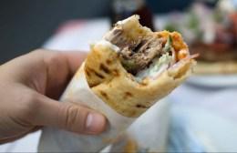 Θεούλης Χαλκιδαίος: Έστειλε SMS για σωματική άσκηση και βρέθηκε να τρώει πίτες και σουβλάκια