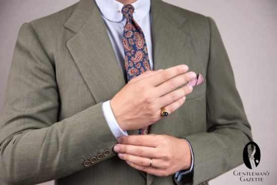 The amount of cuff Sven Raphael Schneider like to show