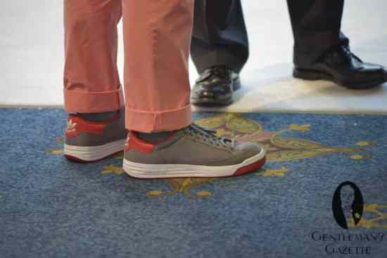 Cuffed Salmon Colored, Slim Pants with Adidas Sneakers