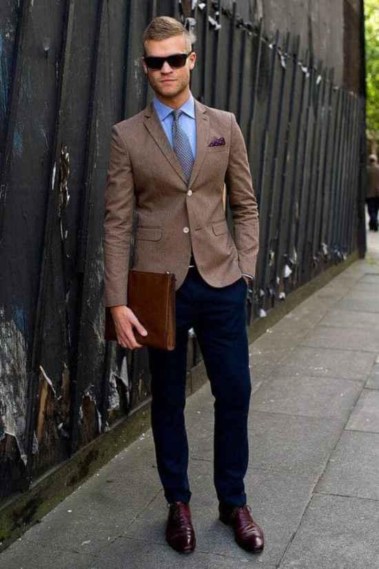 A perfect outfit for a casual friday at the office - do not miss the tie