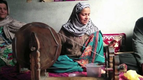 Spinning cashmere threads