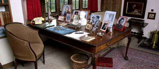Churchill desk at Chartwell
