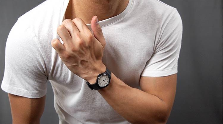 Uniqlo Supima Cotton T-Shirt Collar Fit