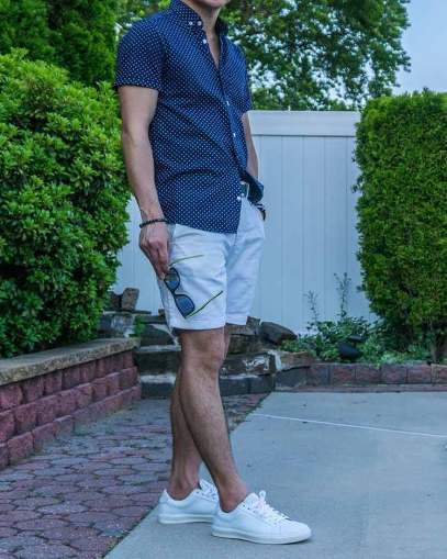 white sneakers with shorts outfit 2