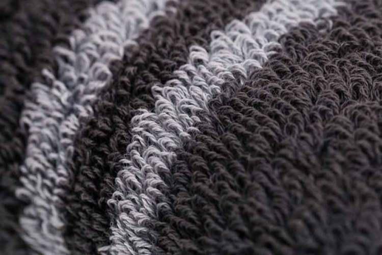 mizu towel silver strips