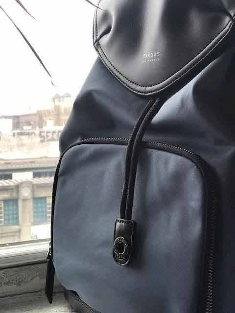 targus newport bag front view
