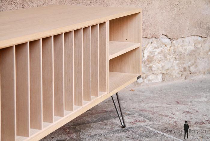 meuble vinyle en chene avec des pieds epingles en metal