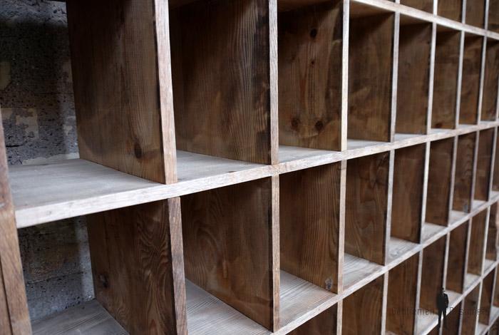 Rangement casier ancien en bois meuble de tri