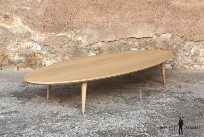 table basse ovale en chene massif local et pieds tournes en chene l170x p70cm