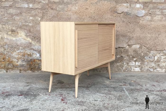 petit meuble d appoint ou meuble d entree tout en chene compose de 2 portes coulissantes