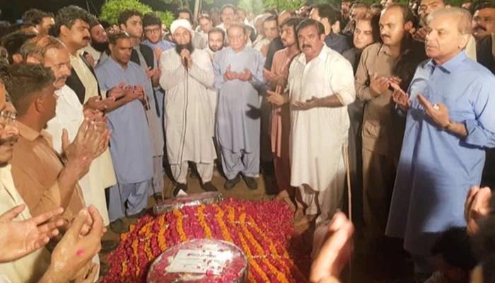 Begum Kulsoom Nawaz was laid to rest at Jati Umra