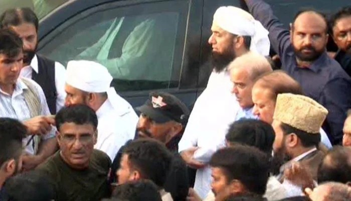Nawaz and Shehbaz Sharif during the funeral prayers of Begum Kulsoom Nawaz
