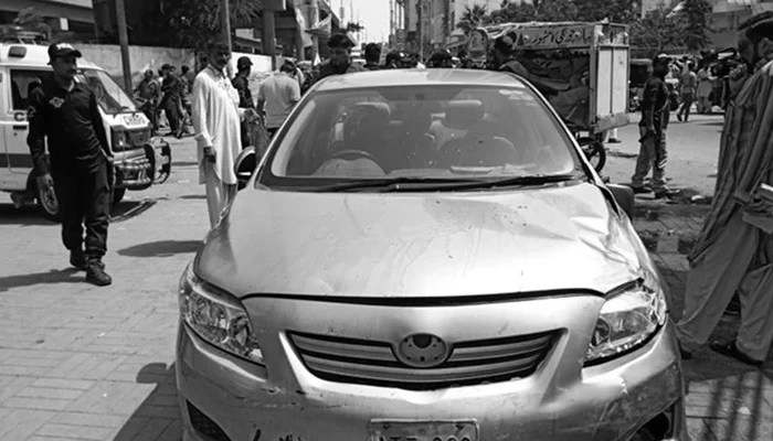 Car in which Mufti Taqi Usmani's guard and driver were travelling in