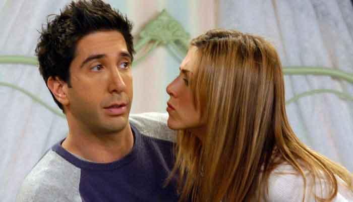 352232 9127115 updates Jennifer Aniston had feelings for David Schwimmer before she fell in love with Brad Pitt