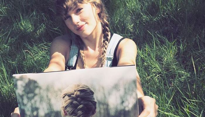 352327 2640207 updates Taylor Swift drops vinyl version of 'Evermore' album