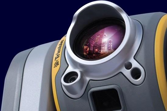 robotizovaná skenovací totální stanice Trimble SX10 (časopis GeoBusiness)