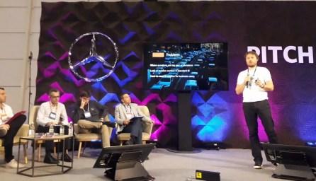 """Ondřej Tomas z CleverAnalytics na Web Summitu 2017 v Lisabonu během tříminutového """"pitche"""""""