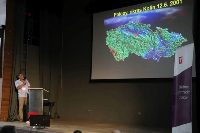 Lubomír Kříž z Vodních zdrojů Chrudim přibližuje možnosti využití GIS při kritických situacích s únikem ropy a jiných škodlivých látek.