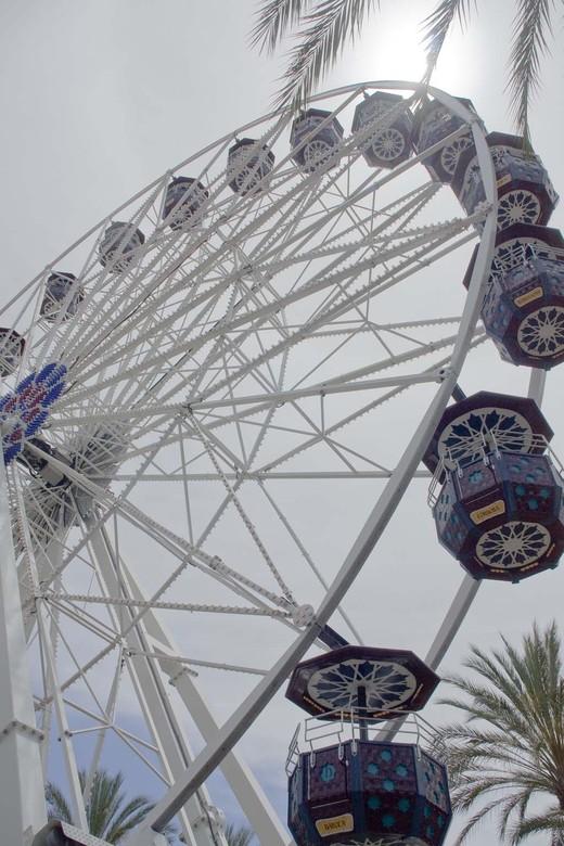 Feris Wheel at the Spectrum in Orange County