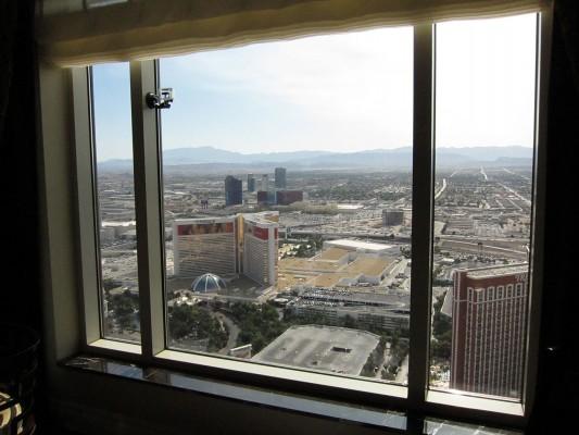 vegas-hotel-window-view