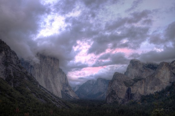 Yosemite Valley and El Capitan Near Sunset With Pink Clouds-w1920-h1400