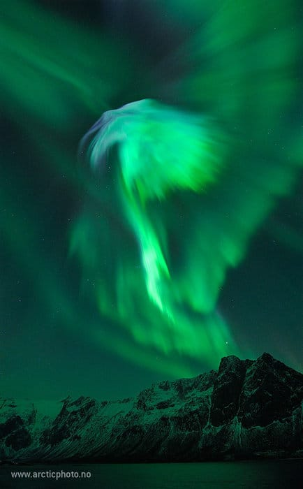 A eerie night sky in Norway as the result of a coronal mass ejection (CME). Photo: B. Jørgensen (http://www.arcticphoto.no/)