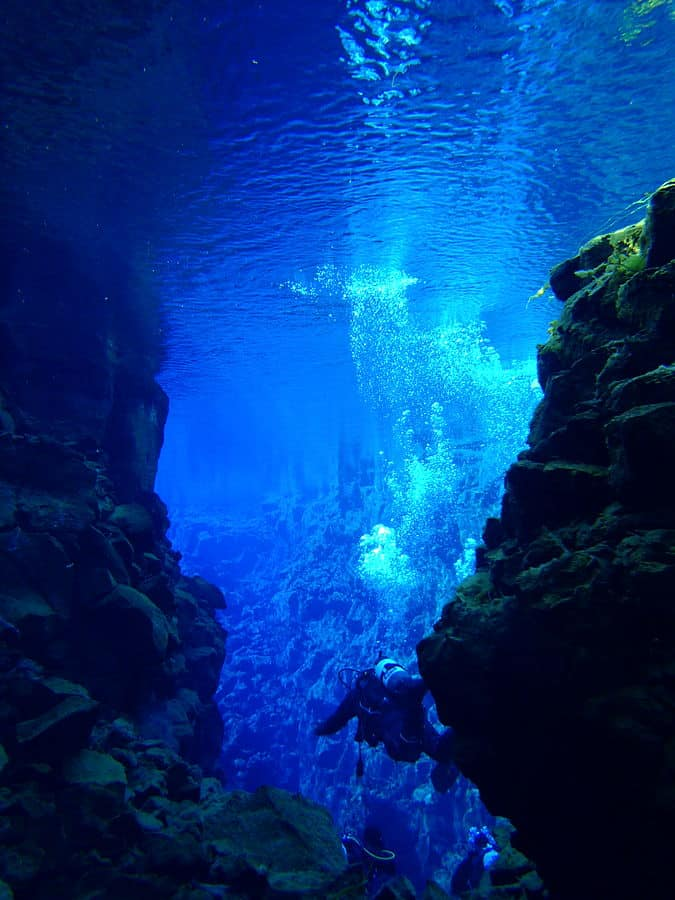 Scuba diver exploring the Silfra. Photo: Thomei08, MediaWiki Commons, 2012.