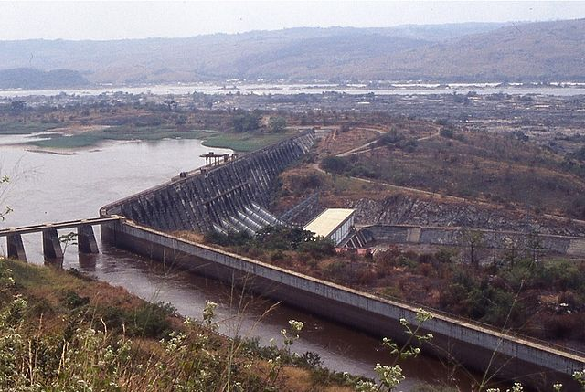 Inga hydroelectric dam connected to the Inga Falls in the western part of the Democratic Republic of the Congo. Photo: Alaindg, MediaWiki Commons, 2004.