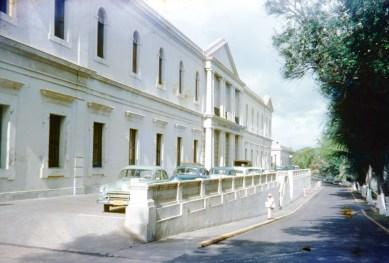 Calle San Sebastián, Asilo de Beneficencia (1954). Hospital de Fort Brooks en esta época.