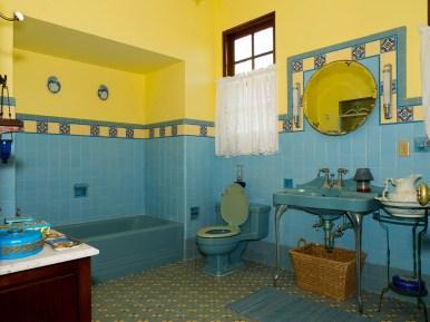 28. Bathroom (main bedroom), looking southwest. Feb 17, 2017. Photo 0028.