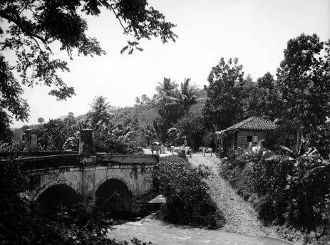 Carretera Central - tramo San Juan a Caguas, puente sobre el río Cañas (c. 1900)